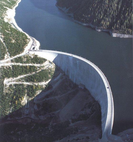 Immagine di un invaso per impianto idroelettrico ad alta capacità.